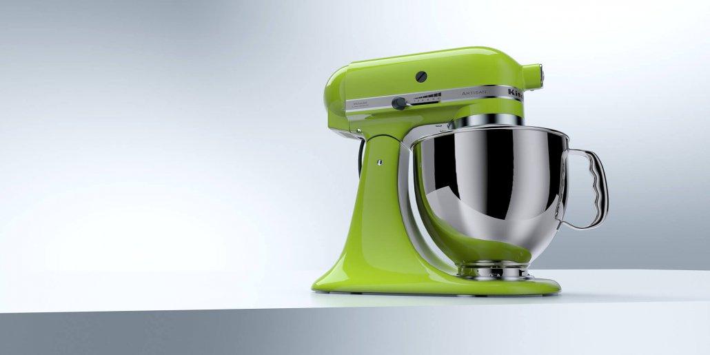 Kitchenaid Maschine auf neutralem Untergrund vor Weiss