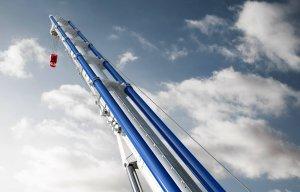 Tadano Tripple Boom des ATF600 vor Wolkenhimmel